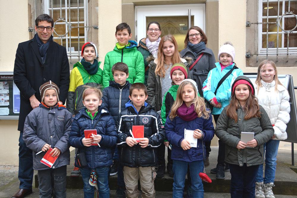 Ein tolles Team: die Kinderreporter, die über die Entstehung der Forscherfabrik berichten.
