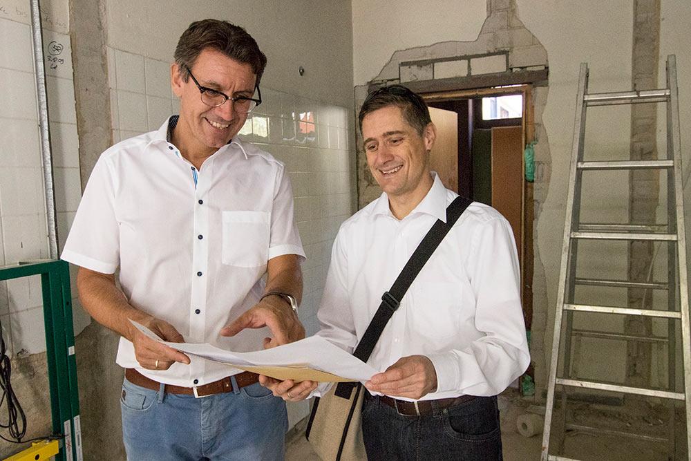 Bürgermeister Thorsten Englert (l.) und Fachbereichsleiter Gebäudemanagement Steffen Schultheiß.