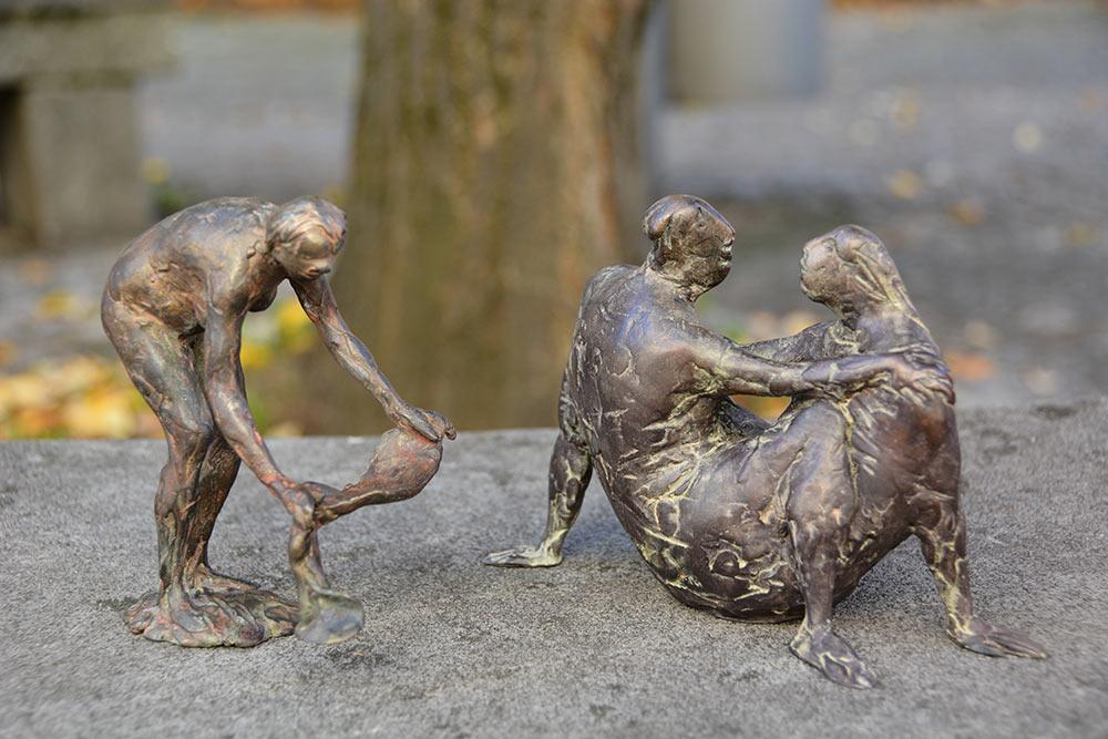 Limitierte Auflage zweier Nuss-Skulpturen zugunsten der Sanierung.