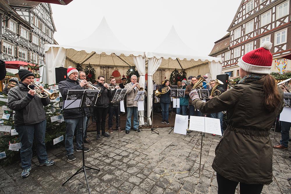 Weihnachtliche Stimmung zauberte der Posaunenchor des CVJM.