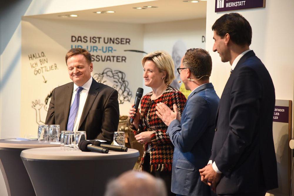 Claus Paal MdL, Dr. Nicole Hoffmeister-Kraut MdL, Moderator Jürgen Hörig und Oberbürgermeister Matthias Klopfer (v.l.)