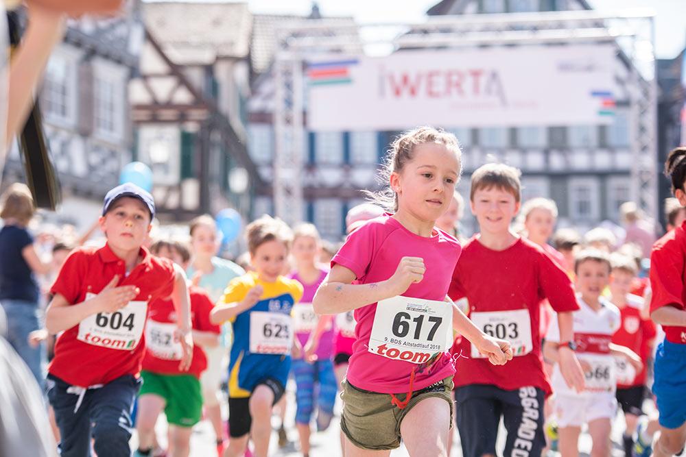 Beim Kinderlauf, ebenfalls über zwei Kilometer gewann Luca Beutel mit einer Zeit von 8:07 Minuten.