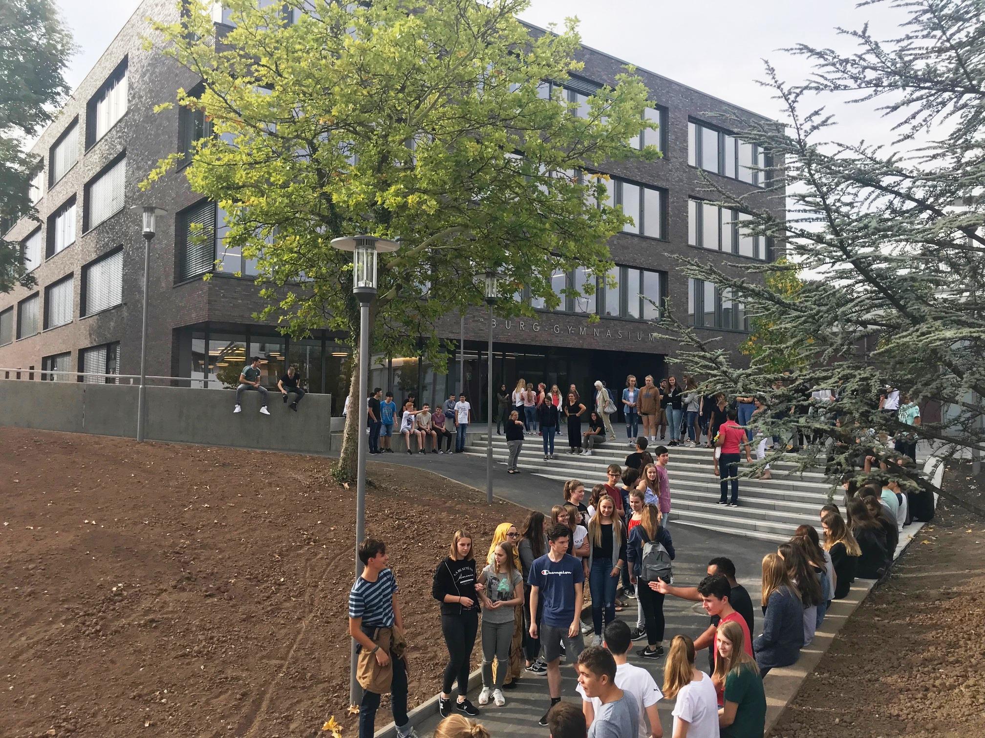 Schüler bildeten ein Spalier vor dem BG