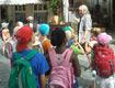 Kinder bei einer Stadtführung