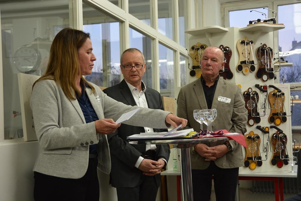 Gesprächsrunde mit Herrn Beer, Patentanwalt Herrn Müller und Frau Baldauf, die die Moderation des Abends übernommen hat