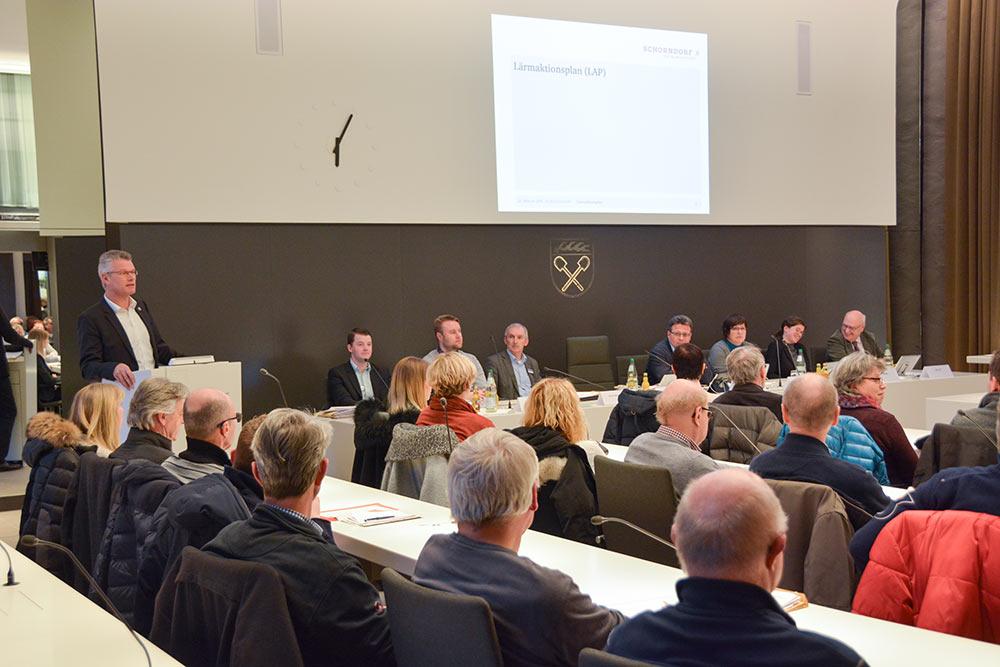 """Reger Dialog zum geplanten Parkraumkonzept und Lärmaktionsplan bei der Veranstaltung """"Kommunalpolitik im Dialog""""."""