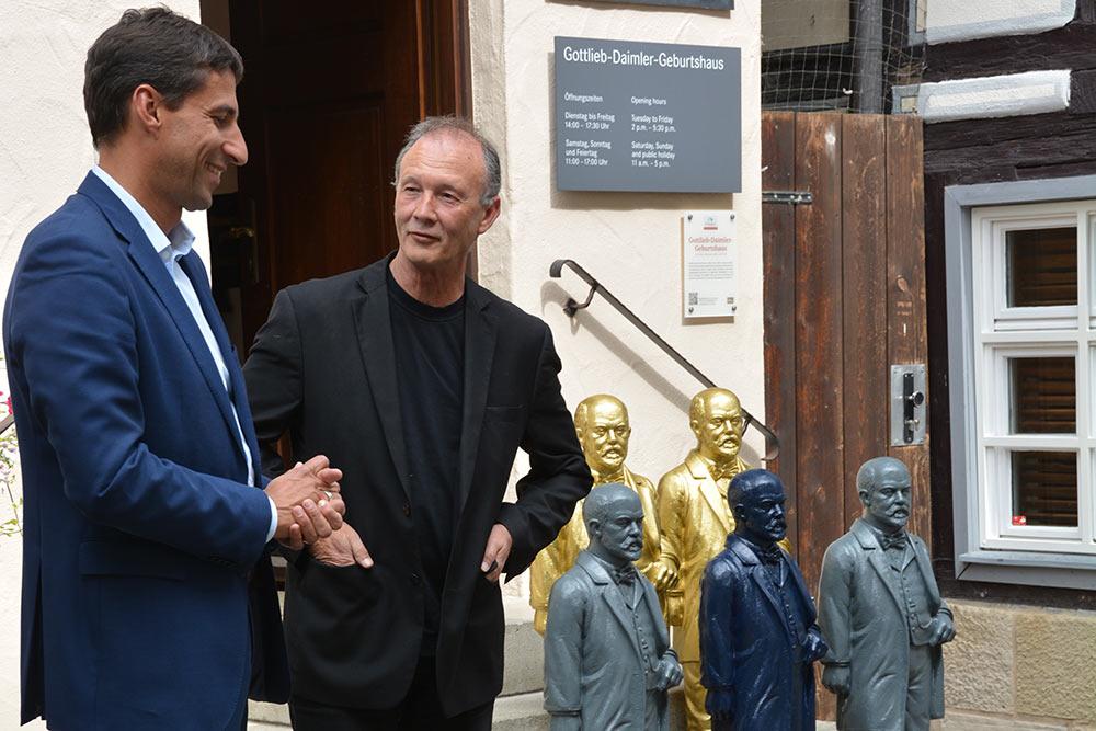 OB Matthias Klopfer (links) und Künstler Ottmar Hörl.