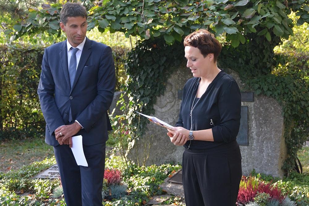 OB Matthias Klopfer und Annette Krönert gedenken an Philipp Palm.