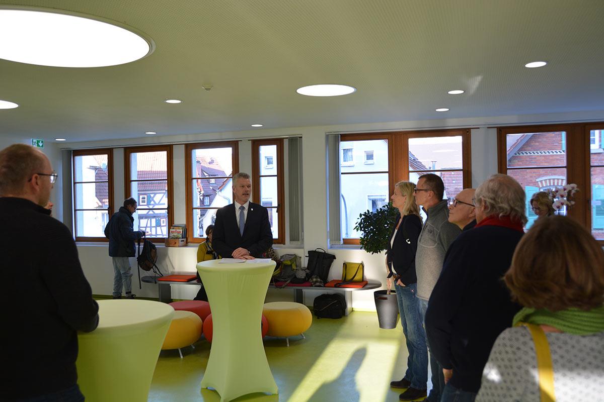 EBM Hemmerich betont, wie wichtig die Themen der Ausstellungen sind.