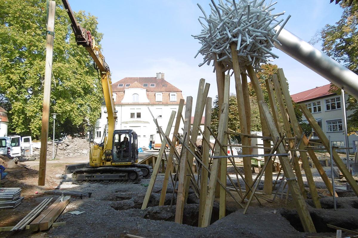 Aufwändige Arbeiten beim neuen Spielplatz im Stadtpark.