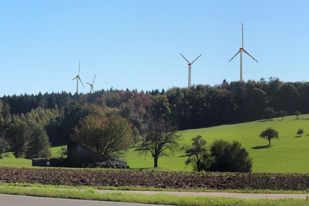 Fotomontage zum geplanten Windpark in Oberberken