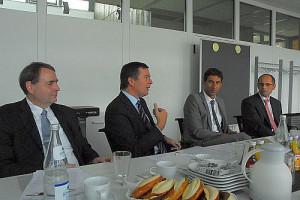 Von links nach rechts Thomas Mahlbacher, Oberbürgermeister Christoph Palm, Oberbürgermeister Matthias Klopfer und Andreas Seufer