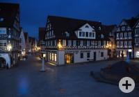 Blick auf die Gaupp´sche Apotheke bei der Blauen Stunde in Schorndorf