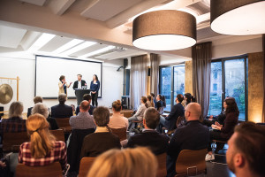 A. Baldauf im Gespräch mit den Unternehmern R. Kroetz und E. Böhme. (v.l.) (Foto: Breusch)