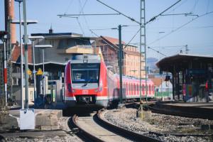 S Bahn im Bahnhof Schorndorf
