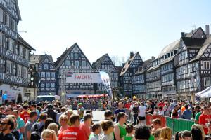 Der Marktplatz bildet die Kulisse für Start und Ziel des Altstadtlaufes.