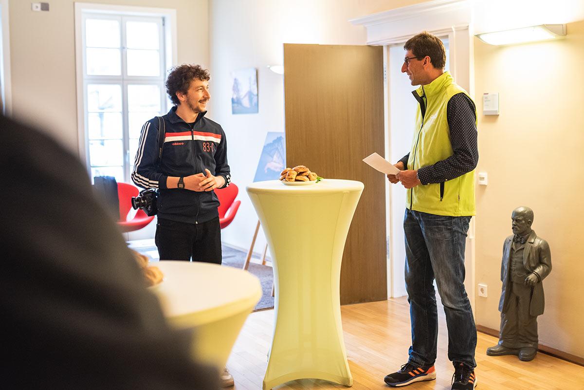 Danijel Grbic und Oberbürgermeister Matthias Klopfer bei der Vernissage