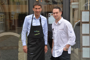 OB Matthias Klopfer (links) kocht mit Nico Burkhardt vom Boutique Hotel Pfauen.
