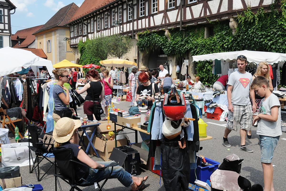 Der Flohmarkt ist weit über die Stadtgrenzen hinaus bekannt.