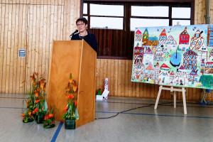Rektorin Ursula Daiber bei ihrer Abschiedsrede in der Fuchshofturnhalle.