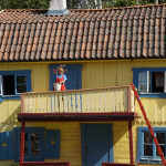 Pippi Langstrumpf auf dem Balkon