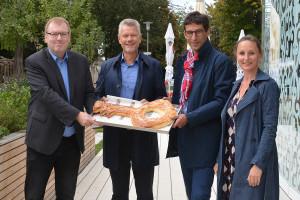Freuen sich über den Erfolg der Freiluftküche: Oliver Basel, Edgar Hemmerich, Matthias Klopfer und Carmen Wirth (v.l.)