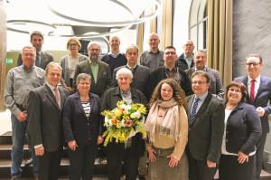 Oberbürgermeister Klopfer mit den geehrten Ortschafts- und Gemeinderäten.
