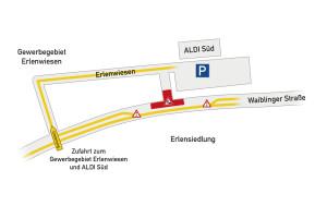 Fußgänger können die Waiblinger Straße nicht mehr beim Aldi queren, Ampeln regeln die halbseitige Sperrung für Autos.