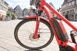 Ein E-Bike auf dem Schorndorfer Marktplatz