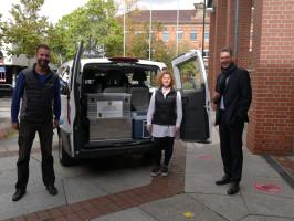 Das Corona Infektomobil vor dem Landratsamt mit Peter Zaar, Stefanie Böhm und Landrat Dr. Richard Sigel