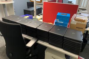 Laptops liegen bereit.