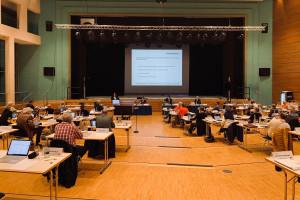 Der Gemeinderat tagte in der Barbara-Künkelin-Halle.
