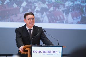 Thorsten Englert spricht vor dem Gemeinderat
