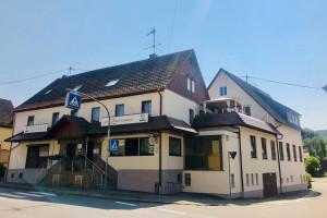 """Das Gasthaus """"Zum Lamm"""" in Schornbach, das auch dank der ELR-Förderung in neuem Glanz erstrahlt."""