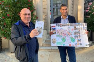 Werner Neher und OB Matthias Klopfer präsentieren den neu aufgelegten Historischen Stadtplan