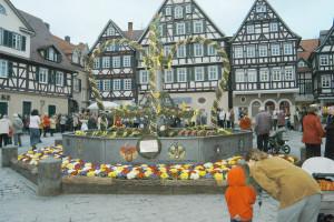 Osterbrunnen auf dem Marktplatz