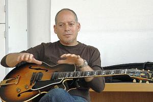 Dozent Alex Schultz, eines der großen Aushängeschilder des amerikanischen Blues