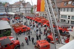Feuerwehrfahrzeuge auf dem Marktplatz