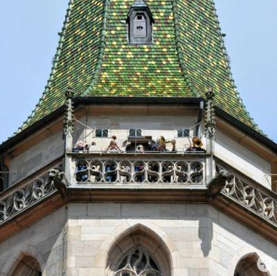 Die Turmbläser auf einem Kirchturm