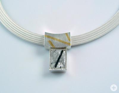 Eine silberne Halskette