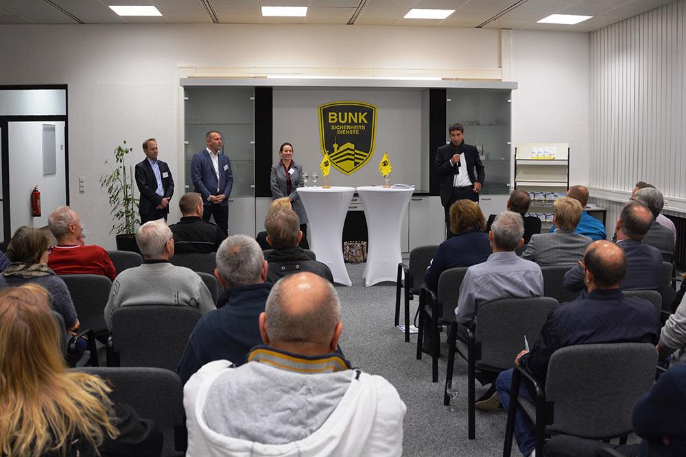 Oliver Kettner, Tobias Bunk, Agnes Baldauf und OB Matthias Klopfer (v.l.) in der Bunk-Firmenzentrale.