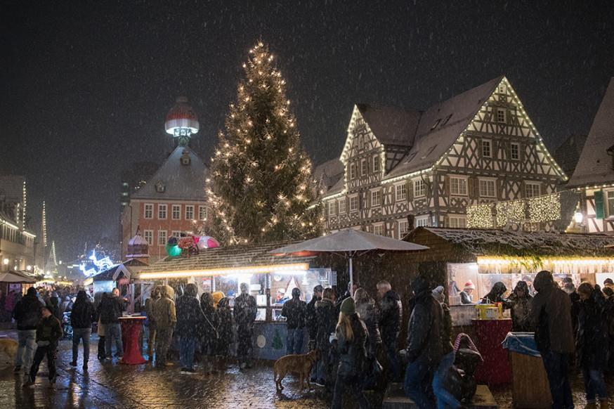 Weihnachtlicher Lichterglanz in der Innenstadt.