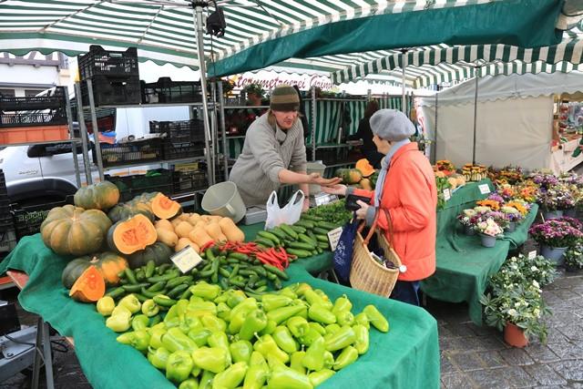 Ein Stand auf dem Schorndorfer Wochenmarkt
