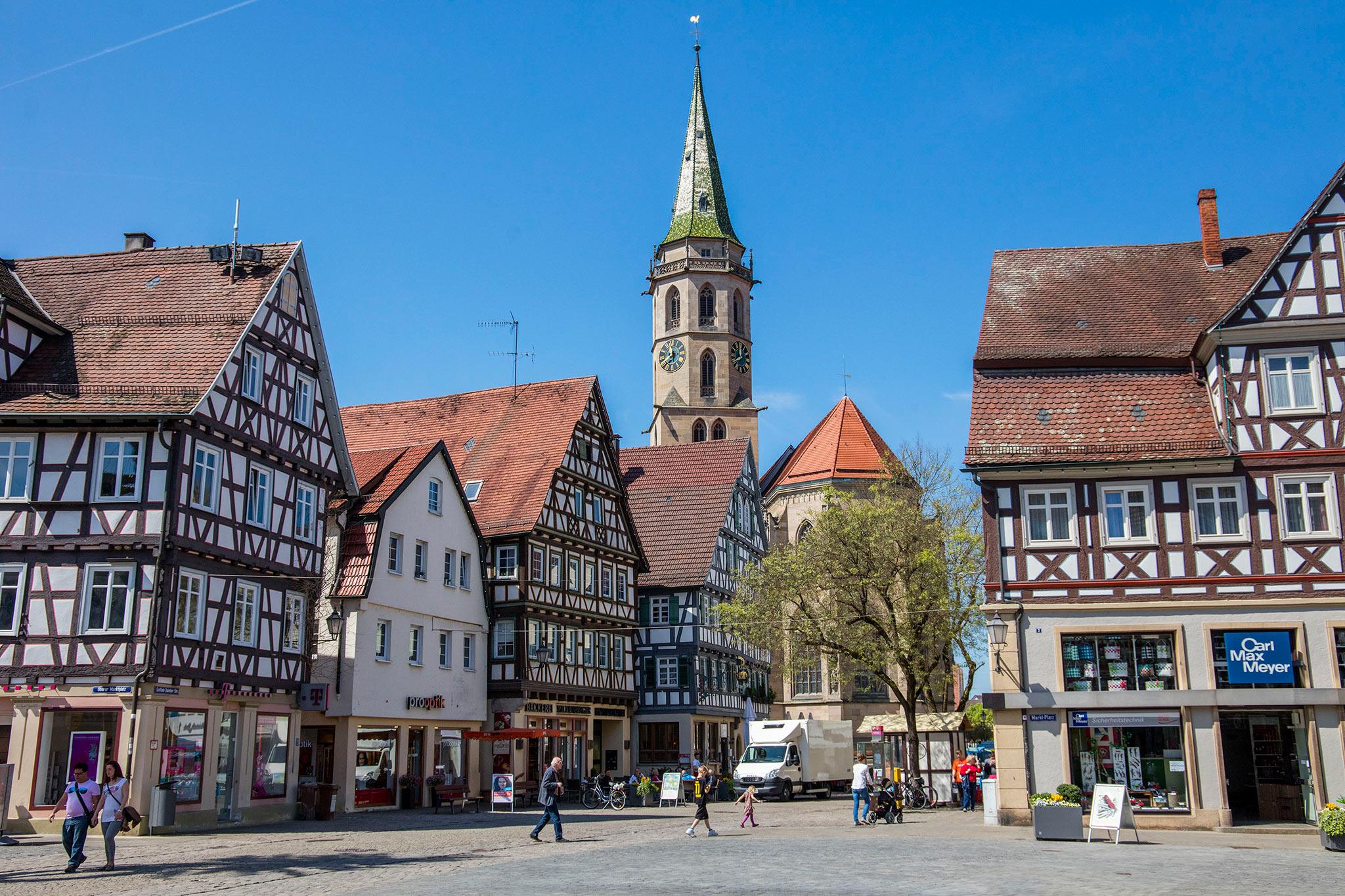 Blick auf den Schorndorfer Marktplatz in Richtung Stadtkirche