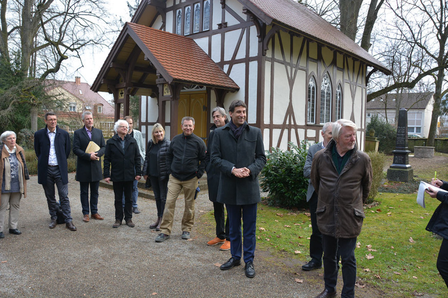 Oberbürgermeister Klopfer und Professor Stötzer geben den Startschuss für die Baumaßnahmen.