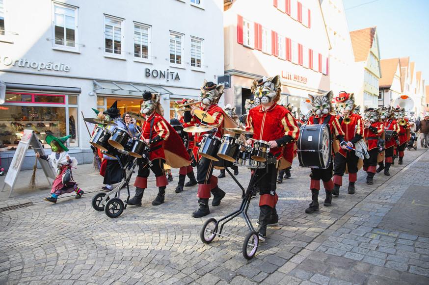 Miau: Die Donzdorf'r Noda-Biag'r marschieren mit einem heißen Rhythmus ein.