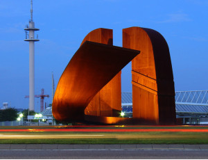 Skulptur auf einem Kreisverkehr
