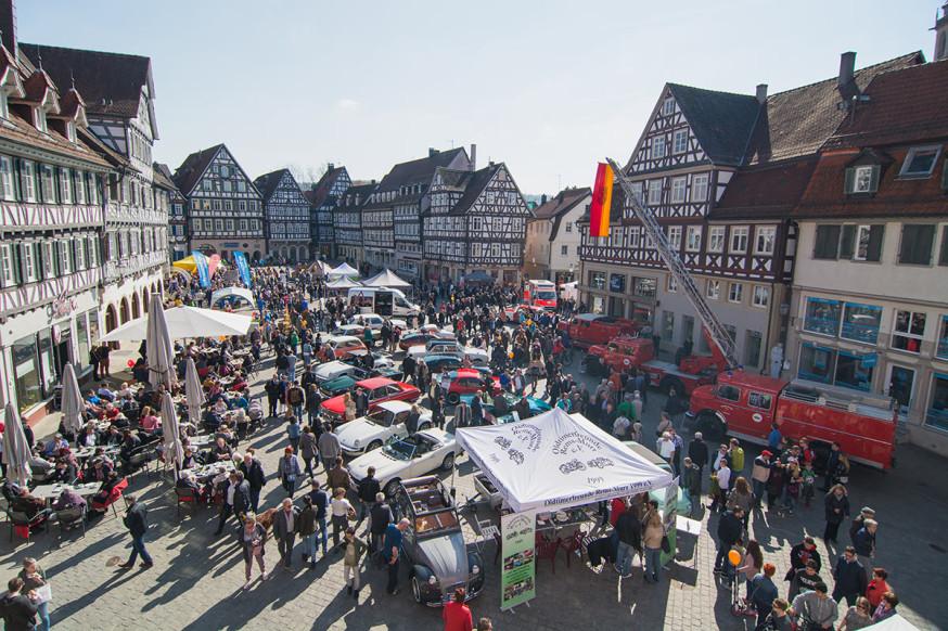 Vielfältiges Programm auf dem Marktplatz mit Oldtimerschau, Spaß und Spiel, Genuss und Mitmachaktionen.