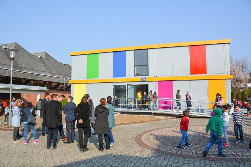 Bunt und modern, die mobile Grundschule im Rainbrunnen.
