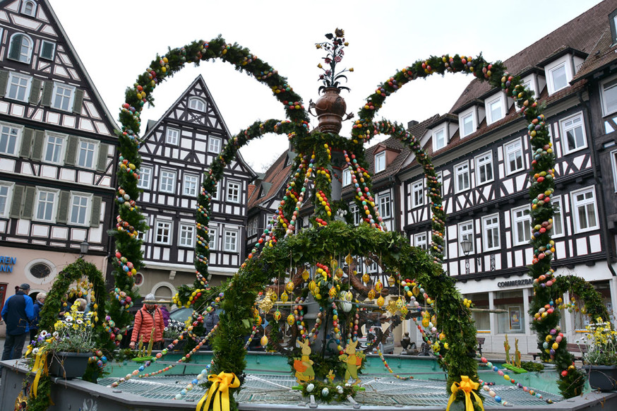 Eine Krone für den Marktplatz: Der Osterbrunnen 2019.